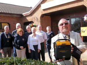 Shirley Community Centre Gets Life Saving Box (2)