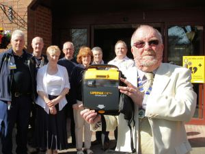 Shirley Community Centre Gets Life Saving Box (3)