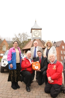 Defibrillator unveiled in Kinver 2